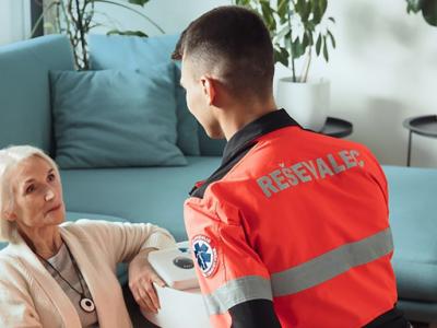 Storitev e-oskrba starejšim omogoča večjo varnost, četudi živijo sami. (Foto: Telekom Slovenije)
