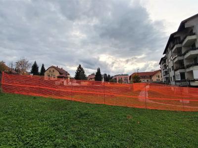 Ob blokih v Cankarjevi ulici bo nov blok z dvajsetimi stanovanji. (Foto: Štajerski val)