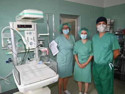 Nova naprava bo zdravnikom pri skrbi za novorojenčke v veliko pomoč. (Foto: Splošna bolnišnica Celje)