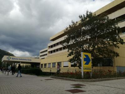 Delo v celjski bolnišnici poteka ob upoštevanju strogih zaščitnih ukrepov, tako pacientov kot zaposlenih. (Foto: Radio Štajerski val)