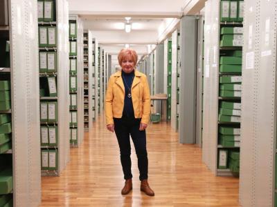 Hedvika Zdovc je prejela priznanje Arhivskega društva Slovenije. (Foto: Zgodovinski arhiv Celje)
