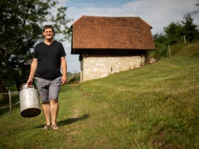 Jure Zdolšek se želi v prihodnosti z ekološkim pristopom h kmetovanju še bolj približati dediščini prednikov (Foto: matjazocko.com)
