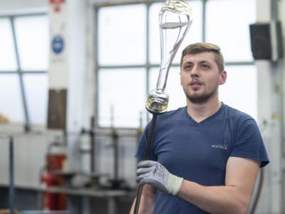 V Steklarni Rogaška je na voljo več prostih delovnih mest za različna dela. Rok prijave: 15. avgust 2021.