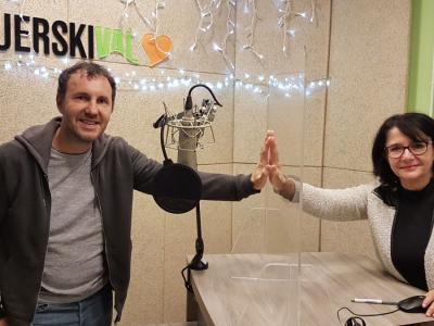 Jernej Dirnbek - Dimek, roker, član skupine Mi2, ki piše poezijo, prozo in dramatiko, s pridihom lokalnega prostora in jezika, in gostiteljica Tanja Jurjec