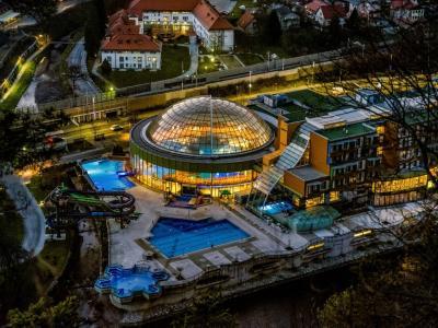 V slovenskih zdraviliščih pravijo, da je obisk med zimskimi počitnicami dober. (Foto: Thermana Laško)