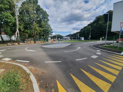 V Rogaški Slatini so odprli dve novi krožišči ter parkirišča, s čimer bodo razbremenili cesto pri vrtcu in šoli. (Foto: Štajerski val)