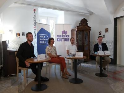 Program v novi sezoni so na novinarski konferenci predstavili sodelavci Hiše kulture Celje (od leve proti desni) Miha Firšt, Nuša Komplet Peperko, Simon Dvoršak in Gregor Deleja. (Foto: Radio Štajerski val)