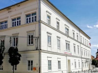 Tudi vrata Ljudske univerze Slovenska Bistrica so že četrti teden zaprta. (Foto: FB LU Slovenska Bistrica)