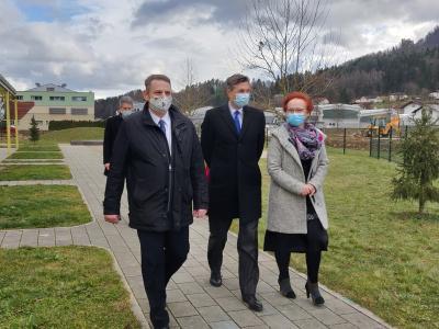 Predsednik Pahor v družbi župana šentjurske občine Marka Diacija in ravnateljice Vrtca Šentjur Elizabete Jelen. (Foto: Štajerski val)