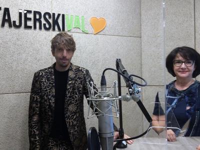Aljoša Bagola, fatalni moški 2021, in Tanja Jurjec, gostiteljica radijskega srečanja