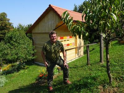 Jože se zavzema za naravi prijazno vzgojo sadnih dreves, brez škropljenja. (Foto: Kozjanski park)