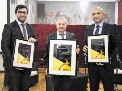 Trije finalisti za regijsko gazelo. Franc Pišek, direktor najhitreje rastočega podjetja v savinjsko-zasavski regiji, je na sredini. (Foto: Dnevnik/Matjaž Rušt)