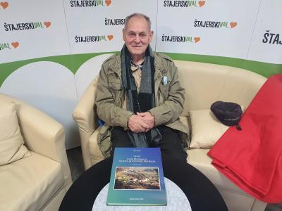 Jože LIpnik je knjigi o Brestovcu konec decembra dodal še knjigo o Svetem Florijanu. (Foto: Štajerski val)