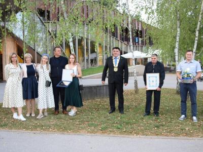 Nagrajenci občine Podčetrtek za leto 2020 z županom Petrom Misjo. (Foto: Jernej Šulc)
