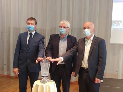 Zmagovalec prve etape, ki se bo zaključila v Rogaški Slatini, bo prejel pokal Steklarne Rogaška. (Foto: Štajerski val)