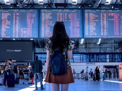 Tudi letos potovanja zaznamuje covid-19, ki postavlja stroge zahteve predvsem pri prečkanju mej. (Foto: Pixabay)