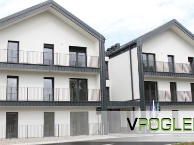 To je blok v Spodnji Kostrivnici, v katerem sta Občina Rogaška Slatina in Stanovanjski sklad RS zagotovila 10 javnih najemnih stanovanj..