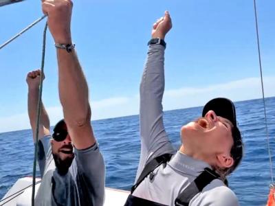 Uroš in Maruša sta postala nosilca novega Guinnessovega rekorda v najdaljši prejadrani razdalji v dvoje na mali športni jadrnici. (Foto: Niko - EventPlanet)