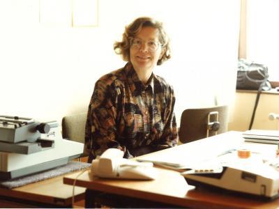 Marija Ožura pravi, da je bilo tajništvo nekoč središče šole. Tajnica je vedela vse. (Foto: osebni arhiv)