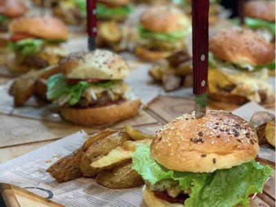 Na 8. Kulinariku ne bodo manjkali niti burgerji. (Foto: FB Kulinarik)