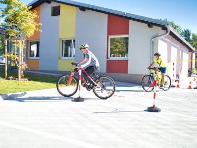 Na poligonu otroci pridobivajo znanja in veščine, ki jim bodo še kako koristile v prometu. (Foto: Foto Nareks - Matej Nareks)