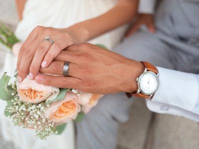 Lanskoletni ukrepi več mesecev niso dovoljevali množičnih zbiranj, kar je vplivalo tudi na število porok in poročnih zabav. (Foto: Pixabay)