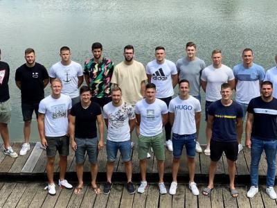 Nova ekipa se prvič ni srečala v športni dvorani, pač pa ob Šmartinskem jezeru. (Foto: RK Celje pivovarna Laško.)
