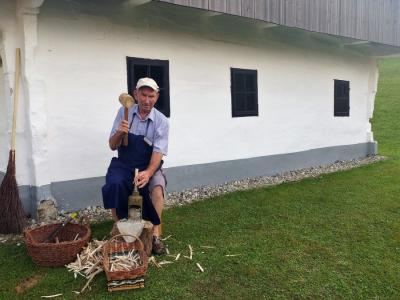 V Rogatcu se obeta nadgradnja rokodelskih vsebin. Tako so jih predstavljali na lanski prireditvi Likof na taberhi v Muzeju na prostem Rogatec. (Foto: Štajerski val)