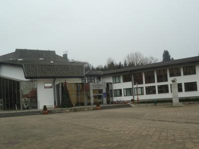 Vrata šmarske knjižnice bodo do nadaljnjega zaprta. Več o dogajanju v Šmarju bo sicer znanega v prihodnjih urah. (Foto: Štajerski val)