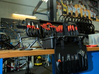 Uniorjevo orodje med drugim uporabljajo tudi v profesionalni kolesarski ekipi Ineos. (Foto: Unior)