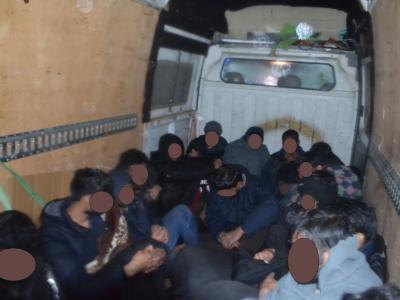 16 Pakistancev se je gnetlo v kombiju. (Foto: PU Celje)