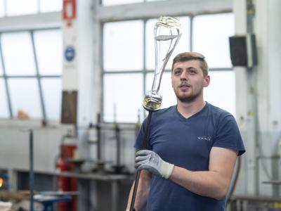 Morda priložnost zate? Steklarna Rogaška zaradi dodatnih naročil za leto 2021 razpisuje prosta delovna mesta za več različnih proizvodnih profilov.