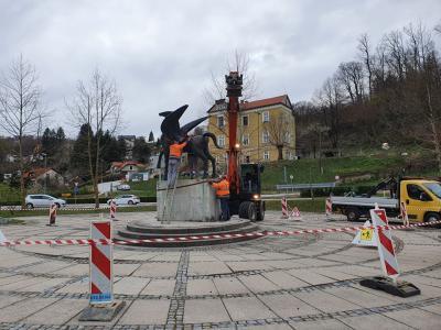 Pegaz bo na varnem počakal na obnovo ploščadi. (Foto: Štajerski val)
