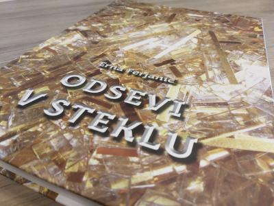 Erna Ferjanič je v svoji knjigi popisala zgodbe in spretnosti steklarskih mojstrov. (Foto: Štajerski val)