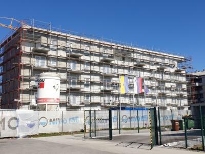 Prva stanovanja bodo stanovalce dobila to poletje. (Foto: Radio Štajerski val)