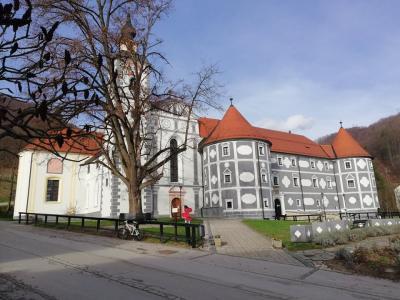 Do brezžične internetne povezave lahko dostopajo tudi obiskovalci samostana in Jelenovega grebena v Olimju. (Foto: Radio Štajerski val)