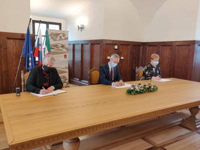 Podpis sporazuma je bil na gradu Podsreda. (Foto: Štajerski val)