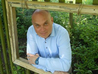 Antropolog dr. Dan Podjed, ZRC SAZU, avtor knjige Antropologija med štirimi stenami, v kater je strnil zapise in komentarje koronačasa.