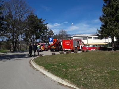 Pristojni so že začeli dezinfekcijo prostorov šmarske šole. (Foto: Občina Šmarje pri Jelšah)