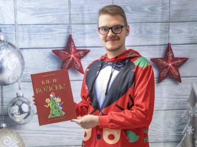 Knjiga o iskanju Božička nas pripelje do najbolj pomembnega božičnega darila. Kakšnega? (Foto: Andraž Pušnik)
