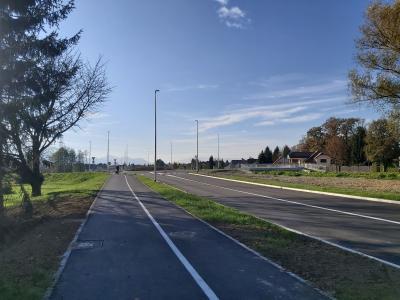 Nova cesta med Ostrožnim in Novo vasjo je dolga približno pol kilometra, na obeh straneh sta kolesarska steza in pločnik. (Foto: Štajerski val)