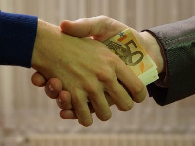 Kriminalisti preiskujejo 30 poslov, vrednosti od nekaj tisoč evrov do milijona in pol evrov. (Fotografija je simbolična.)