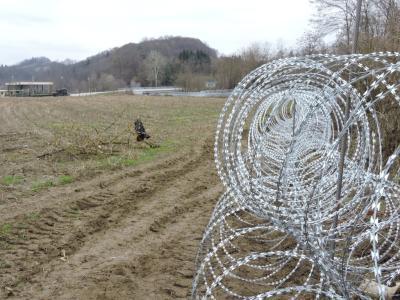 Na slovensko-hrvaški meji je še vedno žičnata ograja, a ilegalnih prebežnikov to ne ustavi. (Fotografija je simbolna, foto: Štajerski val)