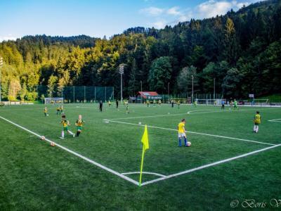 Igrišča z umetno travo se je zelo razveselil tudi podmladek Nogometnega kluba Laško, ki je včeraj prav tako zaigral na odprtju. (Foto: Boris Vrabec)