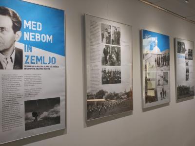 Razstavo v šmarskem kulturnem domu so razstavo naslovili po najljubši fotografiji Ciglenečkega, Med nebom in zemljo. (Foto: Štajerski val)