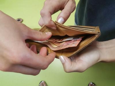 Izjemno previdni bodite, komu izročate denar. (Fotografija je simbolična, foto: Štajerski val)