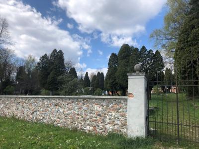 Pokopališče na Golovcu bo bolj zavarovano pred vandali. (Foto: MOC)