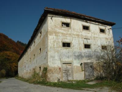 Kašča pod gradom Podčetrtek bo po sklepu inšpektora skoraj v celoti porušena. (Foto: euripeana.eu)
