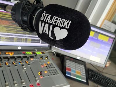 Radio Štajerski val ima več kot 67-letno tradicijo, vseskozi pa sledi najmodernejšim radijskim trendom. To so kaže tudi na konstantni dobri poslušanosti.