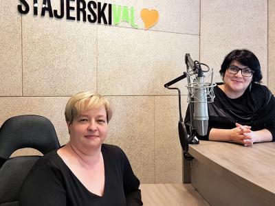 Gordana Drimel, direktorica Doma upokojencev Šmarje pri Jelšah, in Greta Kokot Rajković, gostiteljica radijskega srečanja.